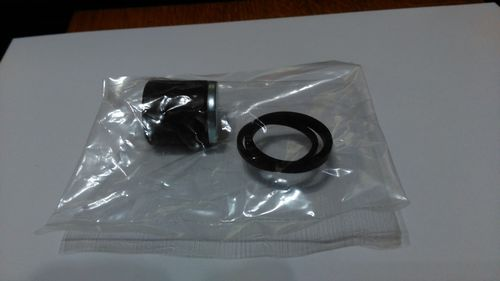 Rear brake piston and seal kit - aftermarket. Honing required - see notes!