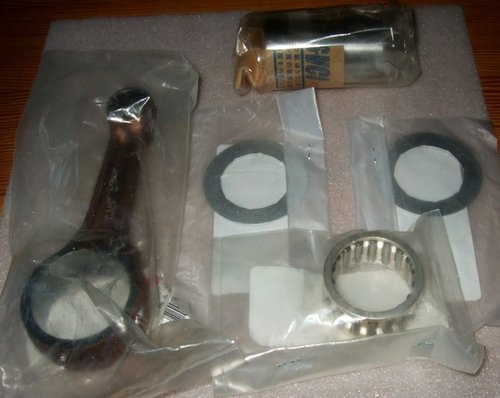Conrod kit (conrod, big end bearing, boss and 2 thrust washers) - genuine Yamaha parts