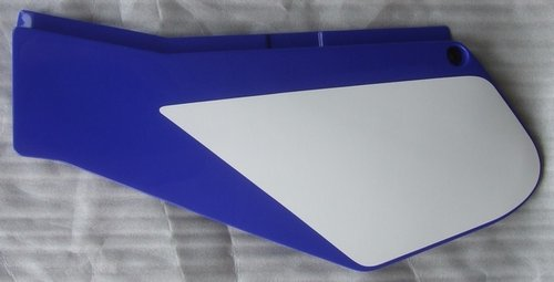 Panel - blue - LH - clutch side (Cover 1) - genuine Yamaha part